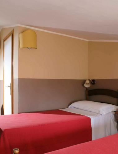 Camera Family - Hotel Properzio - Assisi - Immagine 1