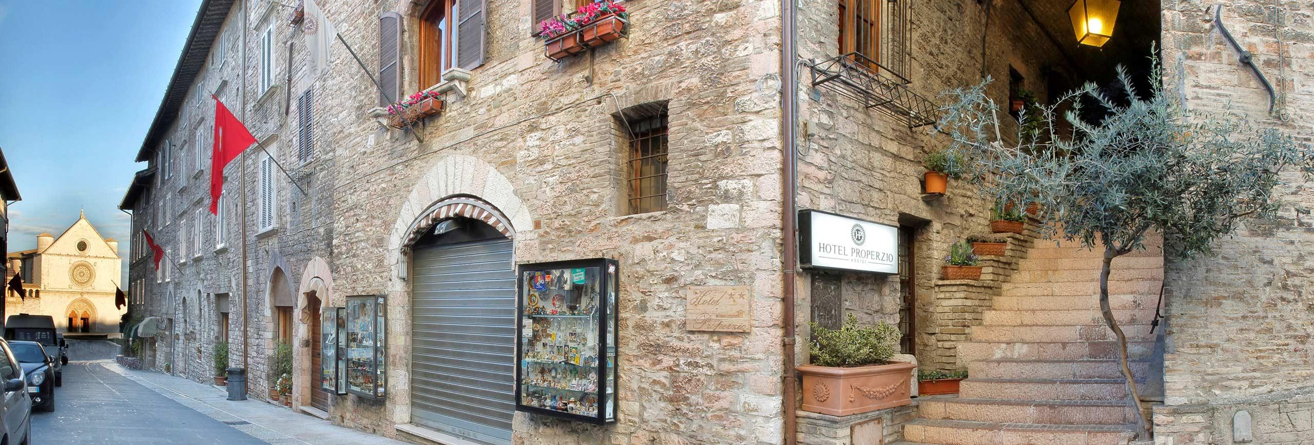 Slide-Ingresso-Hotel-Properzio-Assisi